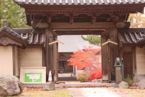 ↑小沼散策路にある昭和寺境内に、きれいなもみじがありました!(2017.10.30)