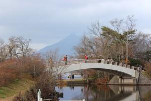 ↑西大島橋。散策されている方がいらっしゃいますね。(2017.11.6)