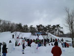 ↑氷のジャンボすべり台は2月28日まで開放中!