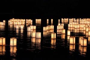 3湖水まつり 灯ろう流し