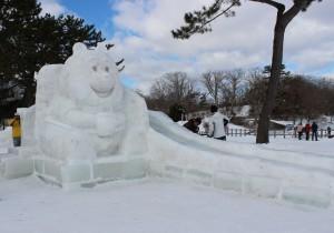 プーさん中雪像